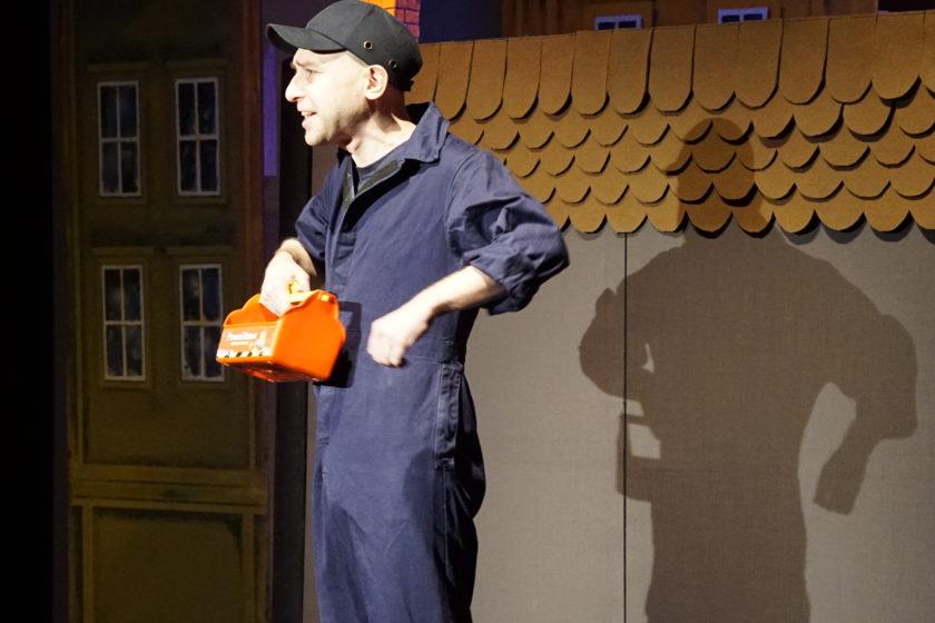 Przemysław Czernik w bajce edukacyjnej, teatr Opole, bajka dla dzieci, bajka w teatrze,